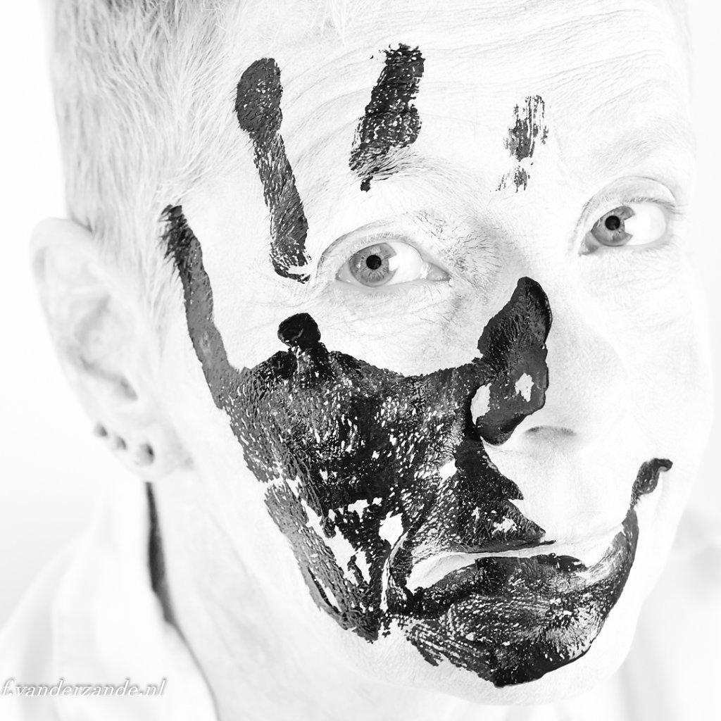 Anne-portret-zwarte-hand-012-bewerkt.jpg
